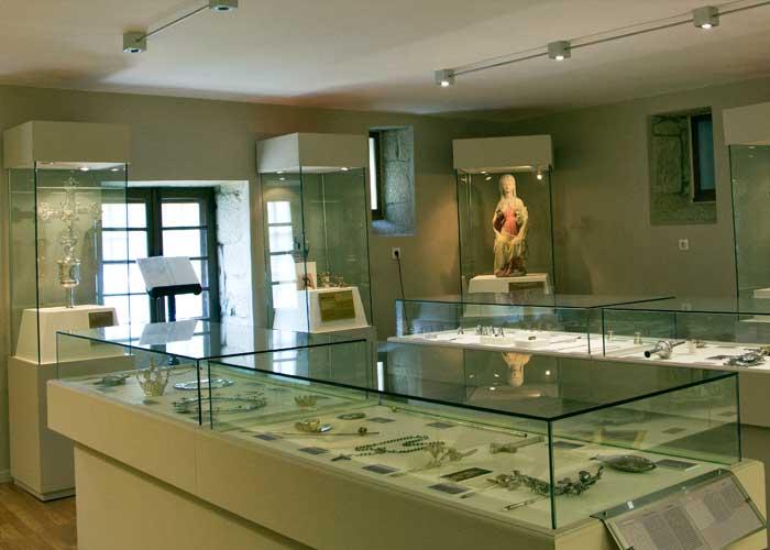 Visita guiada a la Colegiata y colección de arte sacro.
