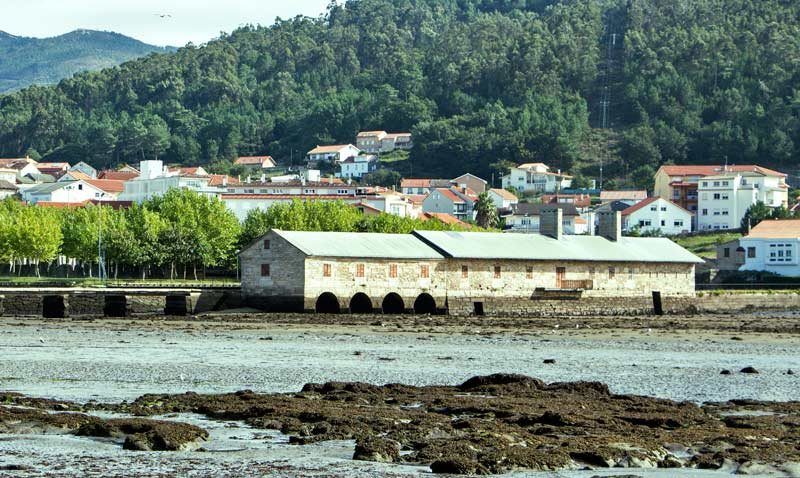 Pozo do Cachón (Waterfall Pool), tide mill